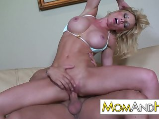MILF MOM Holly Sampson gets facial