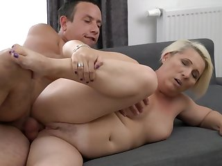 A granny with a fat ass is doing a blow job in a titillating manner