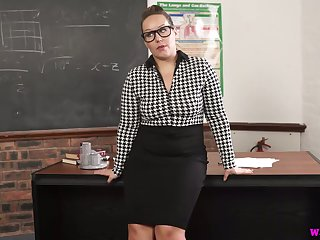 Nerdy chubby MILFie prof Ashley Rider is eager nearby fingerfuck in the flesh